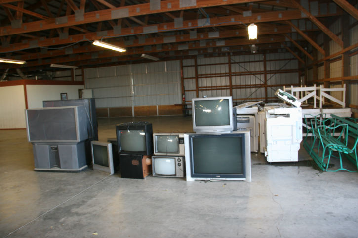 Green team hosts electronic recycling event (Slideshow)