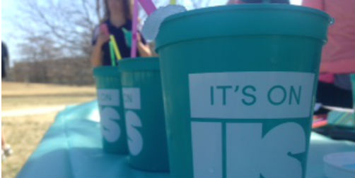 IOU hands out free slushies at library (Slideshow)