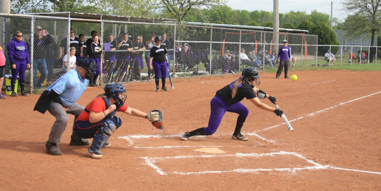 Southwestern softball earns a split in final regular season game