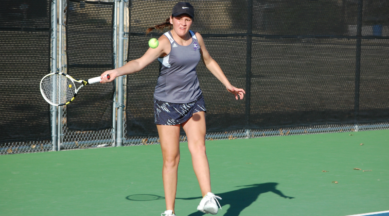 Tennis brings home mixed results against Friends