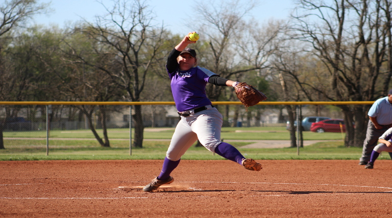 Softball splits double header against Ottawa