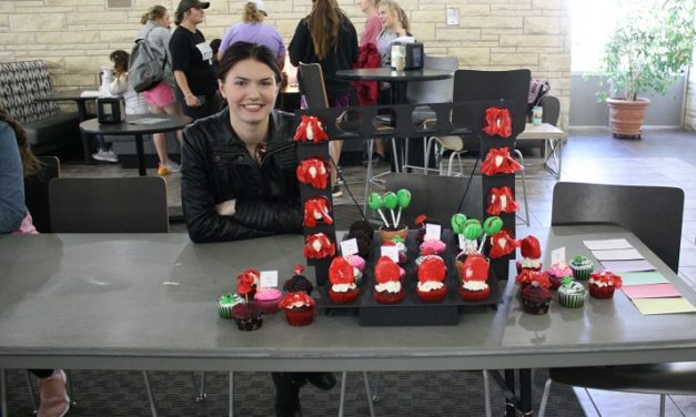 Homecoming events kicked off by cupcake wars