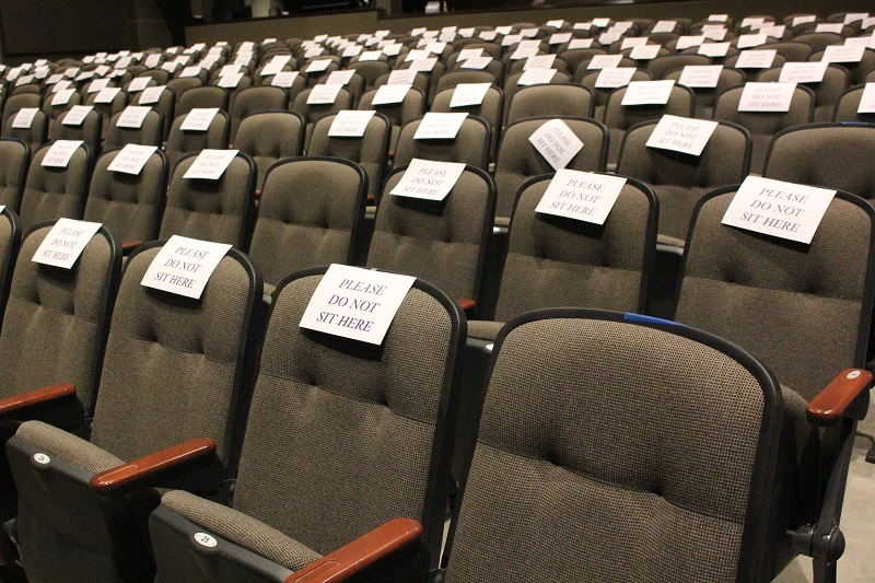 The Richardson Performing Arts Center is helping students practice social distancing by sectioning seats. Every two to three seats are available for seating and signs are put up to remind students not to sit close together. (Lauren Sieh/Staff photographer)