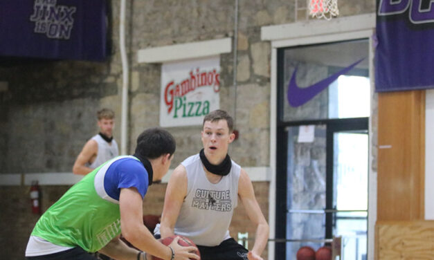 Men's Basketball builds momentum towards first game of season
