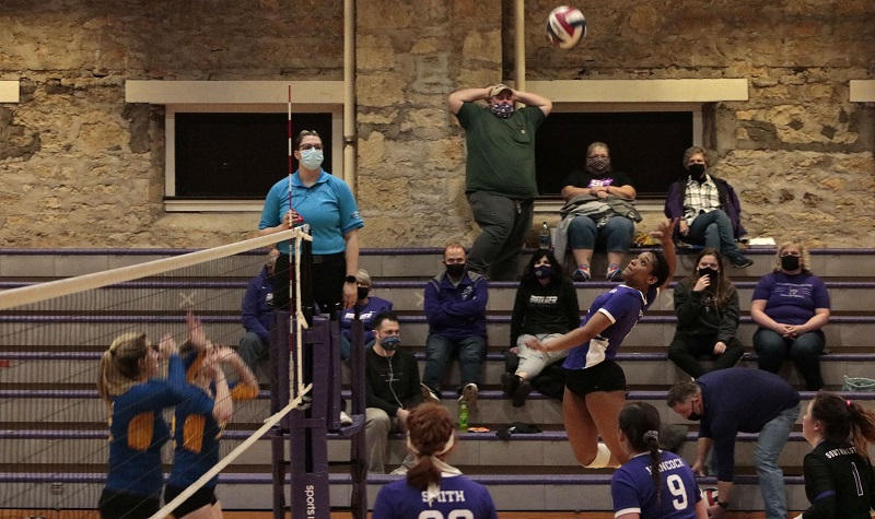 Volleyball splits in conference triangular