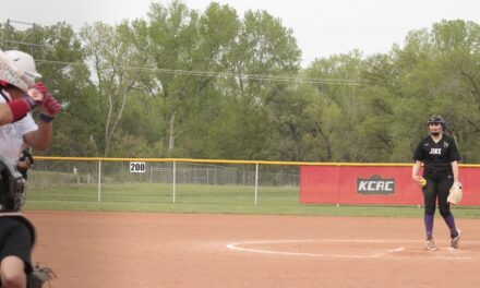 Softball finishes season with dropped doubleheader